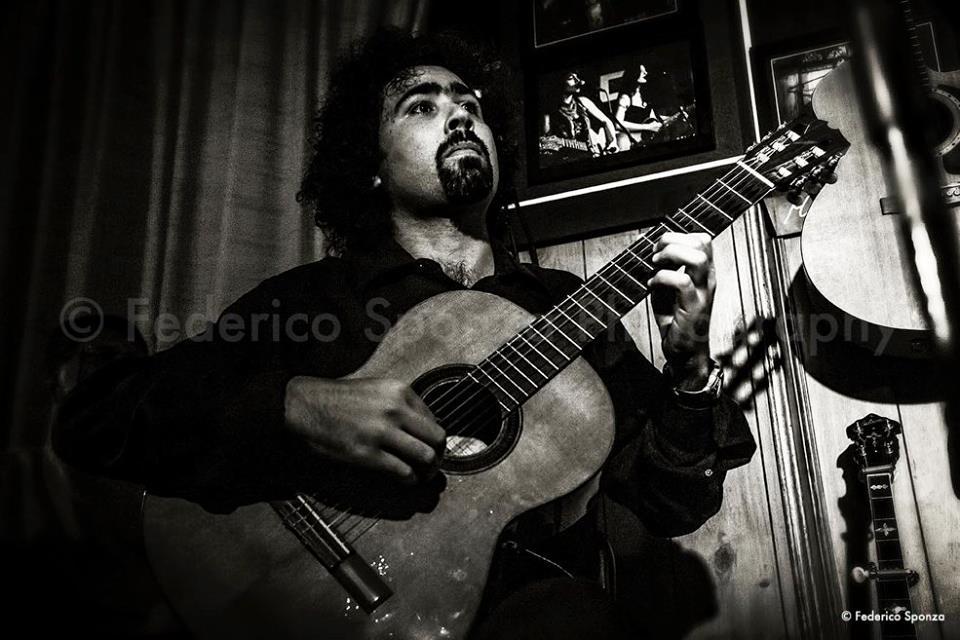 ANTONIO AMODEO - chitarre, cori, bozooky